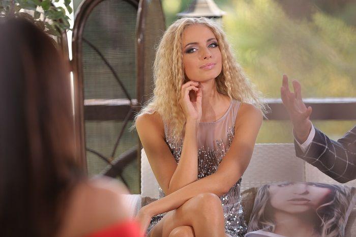 Участница шоу Холостяк-11 в цветочном романтичном платье