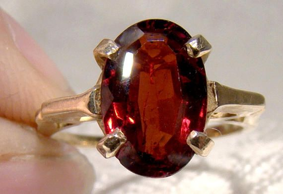 10K Oval Garnet Solitaire Ring 1960s 10 K Size 5-1/4 Bohemian