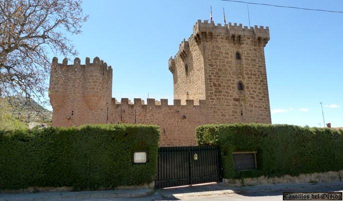 El castillo de Sancho Estrada se encuentra en la localidad de Villaviciosa, en el término municipal de Solosancho, provincia de Ávila, (España).  Mas información: http://castillosdelolvido.es/castillo-de-villaviciosa/