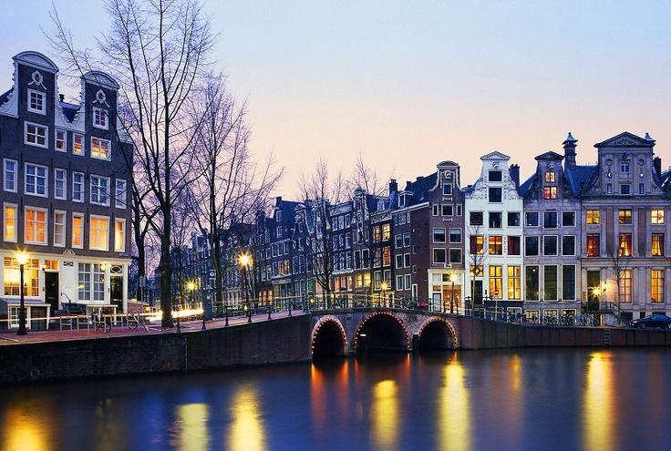 Amsterdam to miasto wyjątkowe. Położone częściowo poniżej poziomu morza nie bez przyczyny jest nazywane Wenecją Północy. Sprawdźcie dlaczego warto wybrać się do stolicy Holandii na www.soPerlage.com!    http://soperlage.com/amsterdam-wolnosc-historia-zabawa