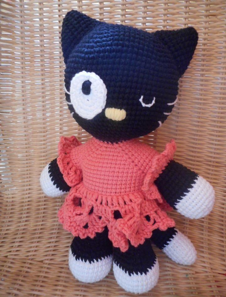 kočka parádnice - háčkovaná hračka, cca 29 cm, výplň polyesterové kuličky-rouno - šatičky jsou součástí tělíčka, nejdou sundat - lze šetrně prát