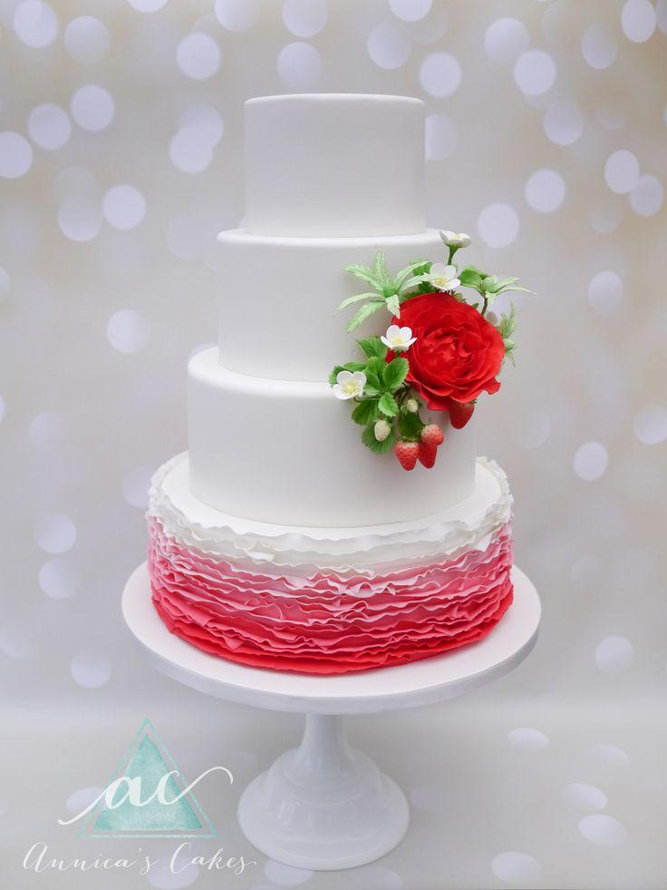 Wedding Cake Red ombre effect and bouquet of sugar peony and strawberry's  Bruidstaart met rode ombre ruches en suikerboeket met pioen en aardbeien.