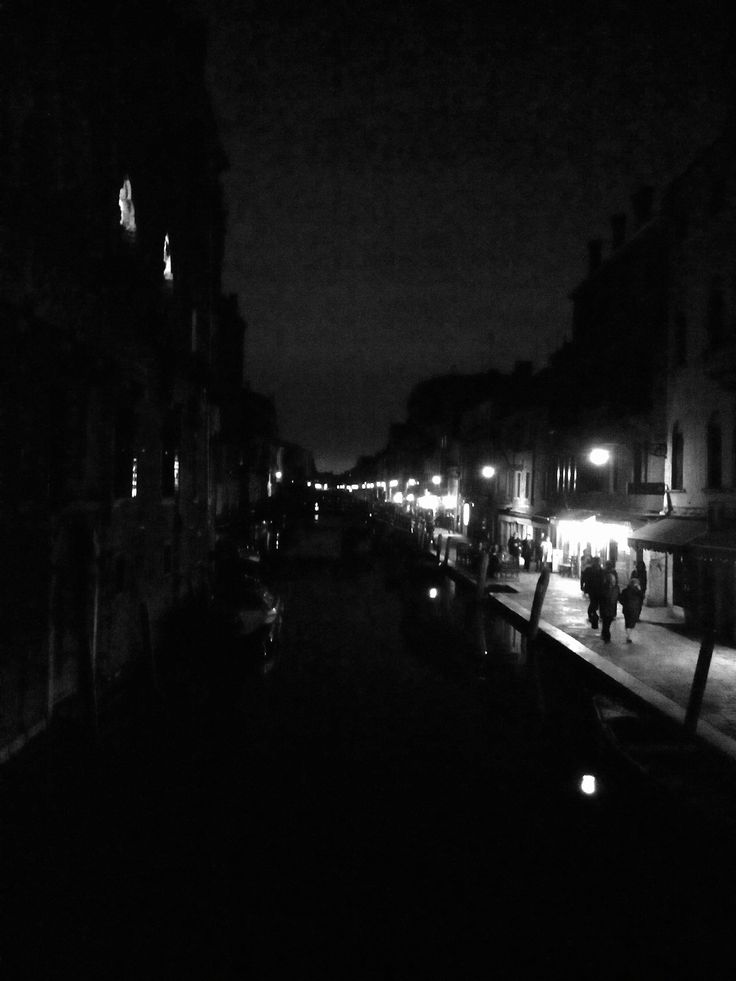 Venise la nuit, rue de restaurant