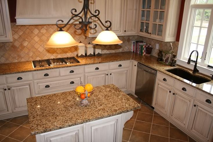white+cabinets+with+brown+granite | Help with granite for cream cabinets - Kitchens Forum - GardenWeb