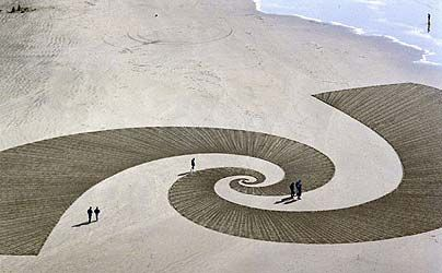 The 47 year-old Californian used garden implements and wooden sticks to create three miles of geometric pattern across the hot Black Rock salt plain.