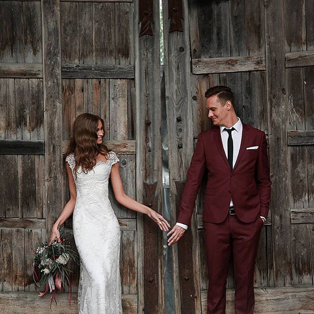Друзья и друзья друзей, в июле и августе с удовольствием в свои выходные возьму несколько свадеб, уж очень нравится мне это дело!!! Каждый раз переживаешь как впервые все эти свадебные эмоции с молодоженами! НЕПОВТОРИМО ������ Пишите по вопросам съемки в DIRECT ☺️☺️☺️�� Дарья & Никита Florist @ezhevikaflowers  Muah @iroonchick  #weddingphotographer #wedding #свадебная #свадьба #свадебныйфотограф #свадебныйфотографспб #свадебнаяфотосессия #Lovesmile #nadinviltes #невеста #bride…