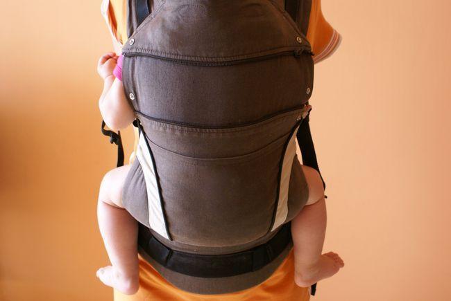 Dlaczego nie nosić dziecka w nosidle przodem do świata? - Lekarze odpowiadają na Wasze pytania - Pediatria - Medycyna Praktyczna: Lekarze pacjentom