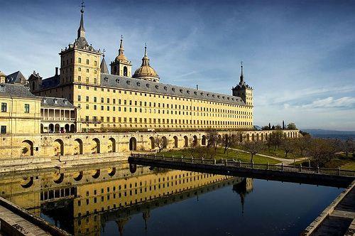 El_Escorial_Spain severe architecture under felipe ii- around same time narciso's tome's transparente in toledo