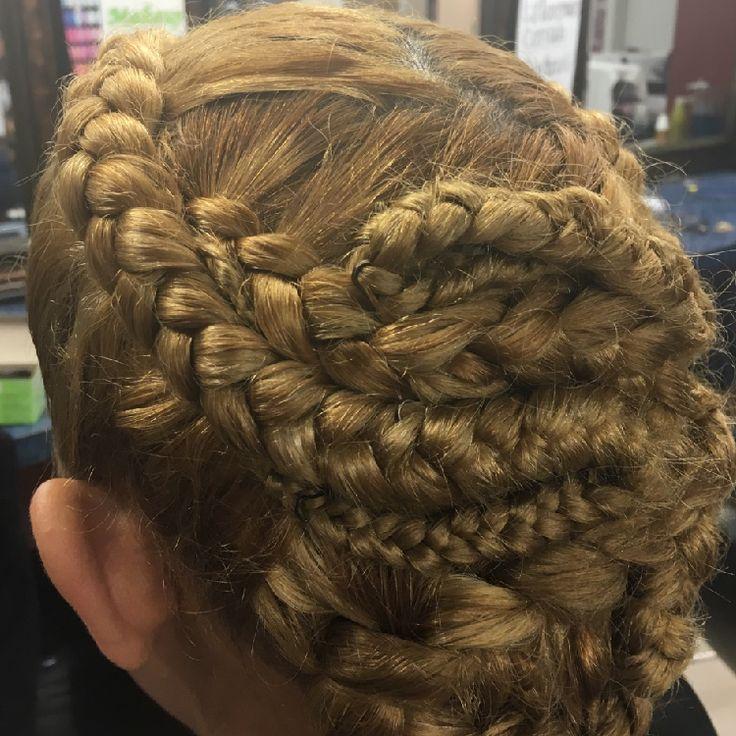 Como tu nos gusta estar a la #Moda en cuanto a peinados y vamos siempre de acuerdo a las #Tendencias del momento. #LourdesHairBS #Peinados #Cabello
