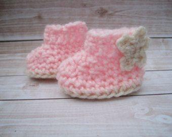 Botitas de bebé de ganchillo, ganchillo patucos, botitas de bebé rosa, bebé muchacha botines, botines recién nacidos, muchacha infantil, zapatos de cuna de bebé, bebé regalos