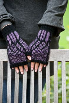 Winter Twilight Mitts (pattern to dwnld)...