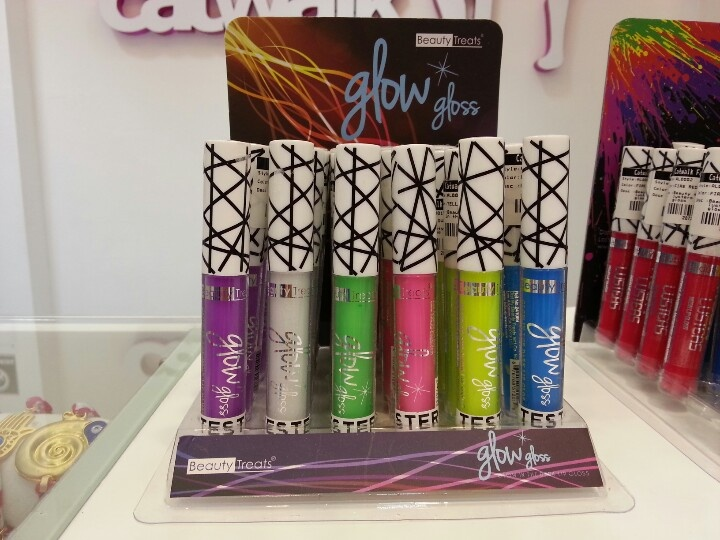 Glow In The dark lip gloss #CatwalkFashion #fashion #2013 #spring2013 #colors #beauty #makeup #catwalkbeauty #catwalkmakeup
