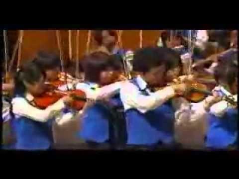 Orquesta japonesa fusiona a Beethoven con Peréz Prado dirigidos por Akir...2011 Orquesta japonesa fusiona a Beethoven (sinfonía No. 5) con Peréz Prado (Mambo No. 5) dirigidos por Akira Miyagawa.