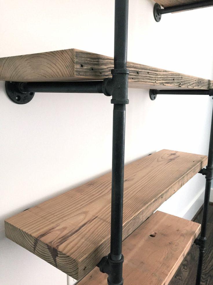 Das BENTLEY Bücherregal – Bücherregal aus Altholz – zu sehen bei HOUZZ