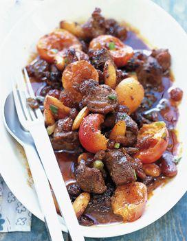 Recette Agneau mariné : Coupez la viande en morceaux ou demandez au boucher de le faire. Mettez-les dans un grand plat avec le jus du citron, un filet d'hu...