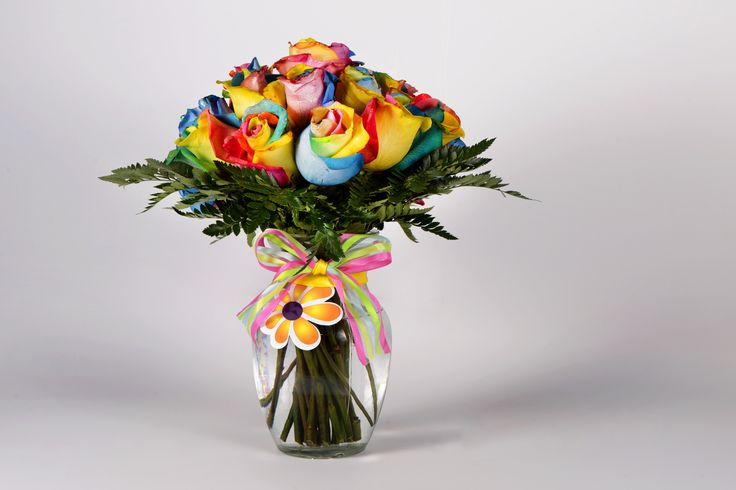 Bouquet de Rosas arcoiris en jarrón de vidrio...by global sunflower