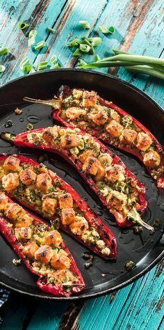 Gegrillte Spitzpaprika mit Patros Genießerwürfeln #patros #kaese #rezept #feta #grillen #paprika