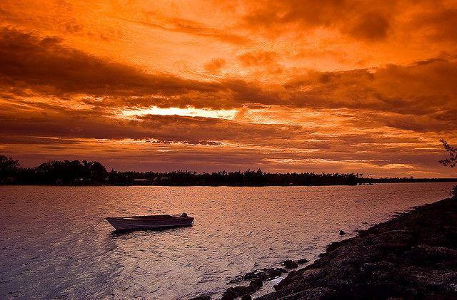 トンガタプ島のサンライズの画像です。 トンガの絶景写真画像  トンガ