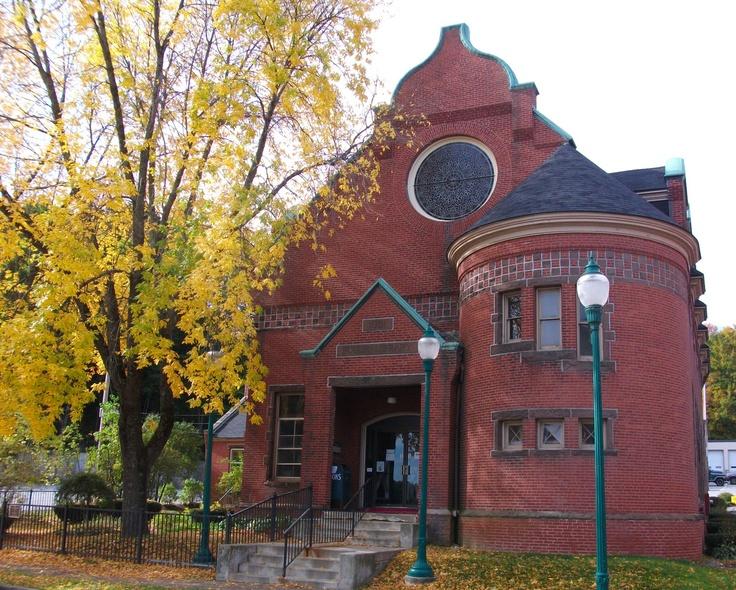 Gardiner Public Library, Downtown Gardiner Maine <3
