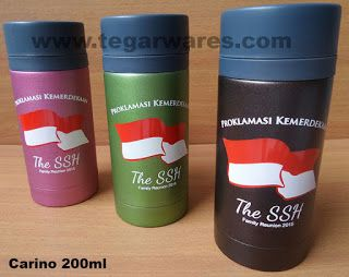 Water flask Carino, capacity 200ml Size: 14.4 x 6 x 6cm Capacity: 200ml, Color: Brown, Green, Pink The capacity of 200ml or equal to a cup of coffee thermos type promotion Carino make ideal souvenirs serve as a coffee drink products or energy drinks. In order to commemorate the anniversary of the Republic of Indonesia and Family Reunion, Paramount Enterprises, Tangerang, Banten, Indonesia. ordering 200 units of Carino vaccuum flask as a limited edition merchandise to us.