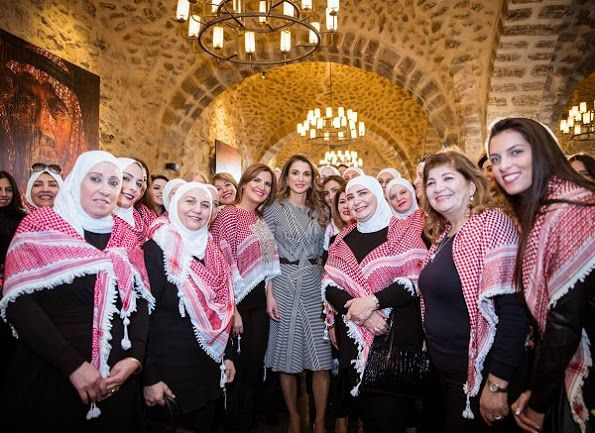 ♔♛Queen Rania of Jordan♔♛...met with women from the 'Sayyidat Nashmiyyat' group on January 11, 2017 in Amman, to highlight the active role of online platforms in pushing communities towards positive change and socially engaged societies.
