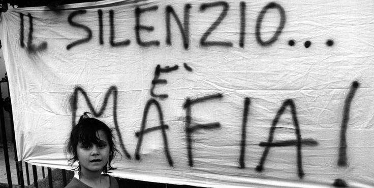 Dizionario delle Mafie in Italia dalla A alla Z.  4.000 voci per parlare di un secolo di storia italiana e di ordinaria criminalità