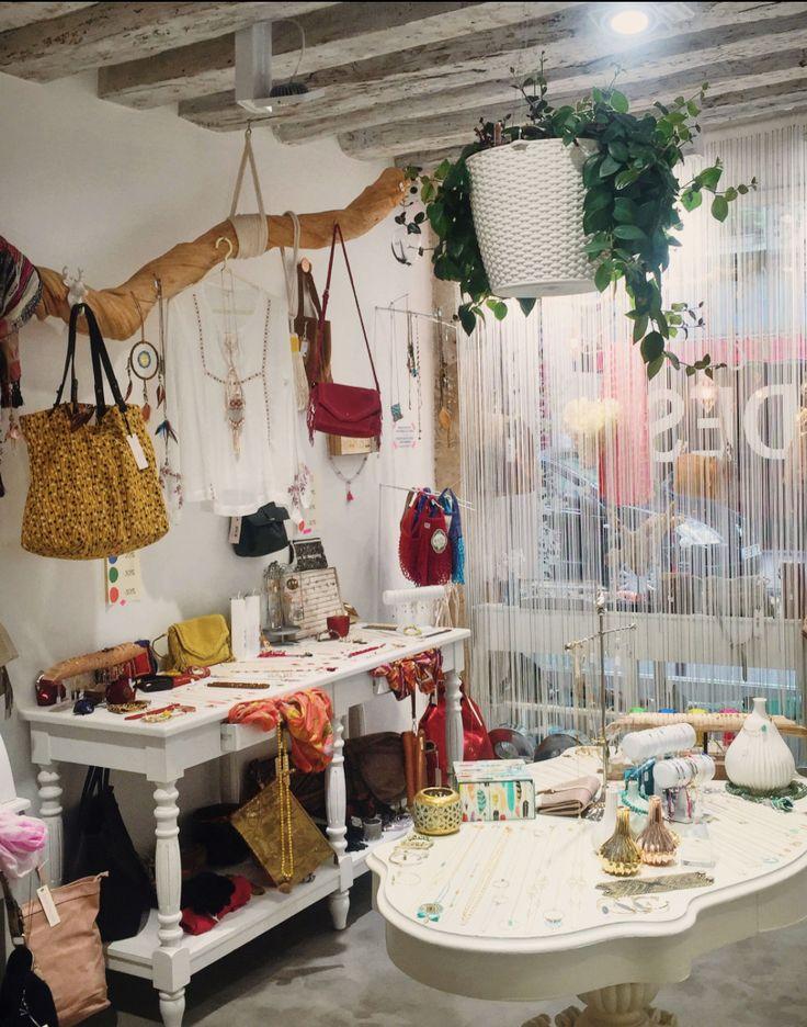 Boutique rue de la Roquette, photo prise par Esther Gimat pour son blog http://estgi.jimdo.com/