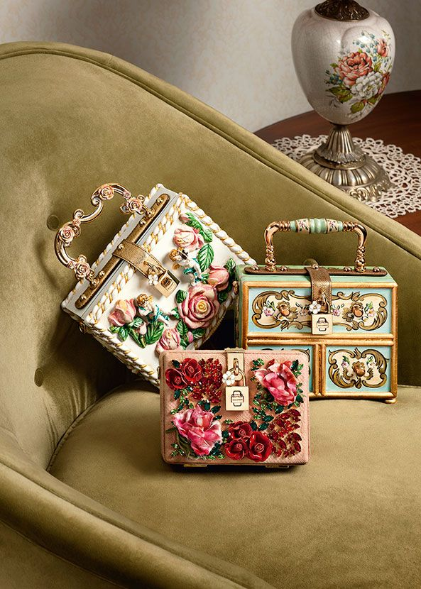 VISIONE DALL'ALTO  Dolce & Gabbana presents the Women's Accessories for Winter 2016: bags, shoes, jewellery and bijoux, scarves and more from the new Collection.