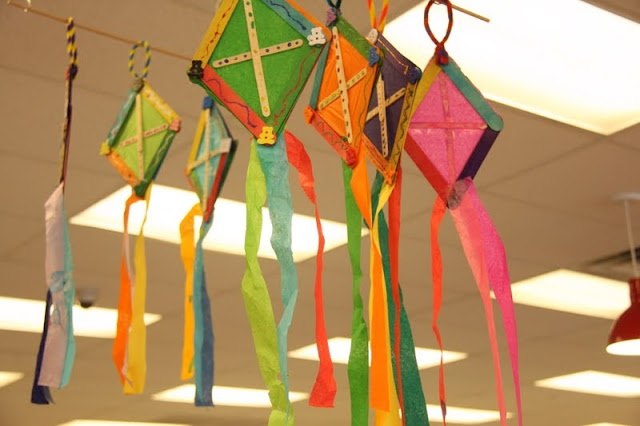 Tissue paper and popsicle stick kite craft