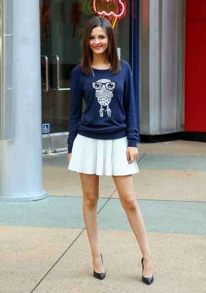 Victoria Justice Photos: Victoria Justice Visits the 'Extra' Set