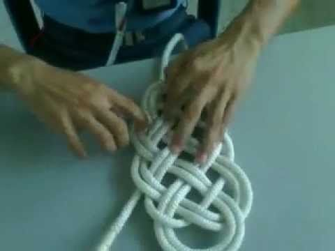 Como hacer un Collar Nudo Celta de Trapillo paso a paso. How to make a necklace with Celtic Knot - YouTube