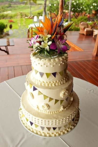 Gorgeous Hawaiian wedding cake