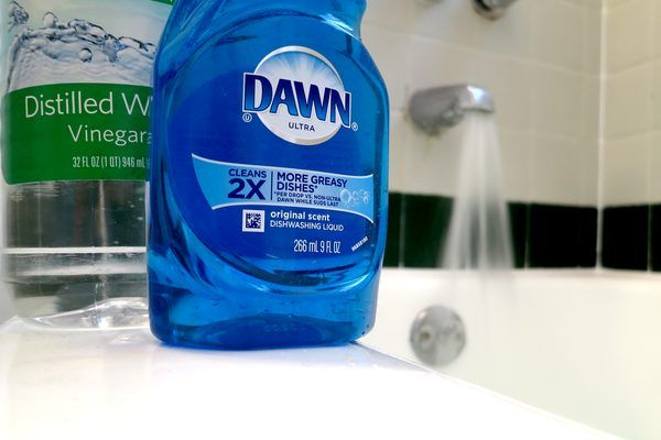 Dawn and Vinegar for Cleaning Blinds (with Pictures) | eHow