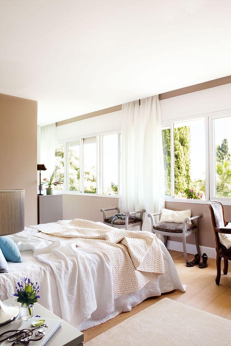 23 00326208. Dormitorio principal con mucha luminosidad y vistas al jardín_00326208