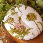 Cuscino con decorazione floreale, ottima fattura produzione artigianale italiana prezzi bassissimi.