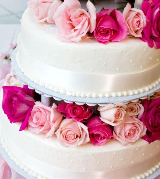 Bröllopstårta med levande blommor