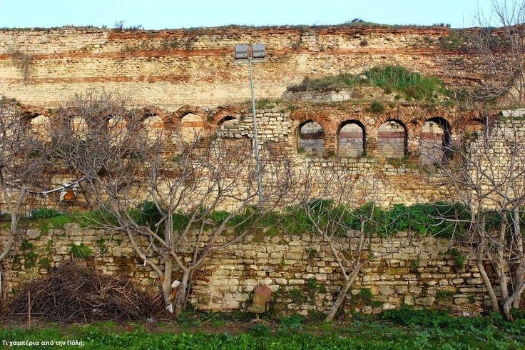 ΤΙ ΧΑΜΠΕΡΙΑ ΑΠΟ ΤΗΝ ΠΟΛΗ;: Περιήγηση στα Θεοδοσιανά Τείχη