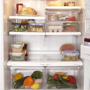 10 Alimentos Que Nunca Debes Guardar en la Nevera Conozca donde debe almacenar el pan, aceite, miel u otros alimentos.
