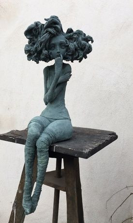 """Valérie Hadida est une artiste sculpteur et peintre.  Les """"petites bonnes femmes"""" de V..."""