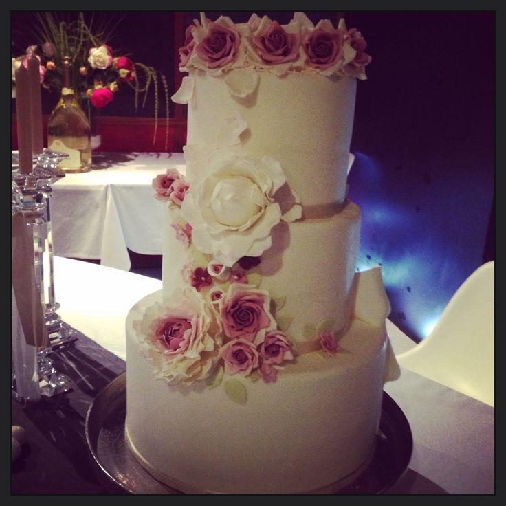 Wedding cake by Elisa . Kikibakery in Mantua.