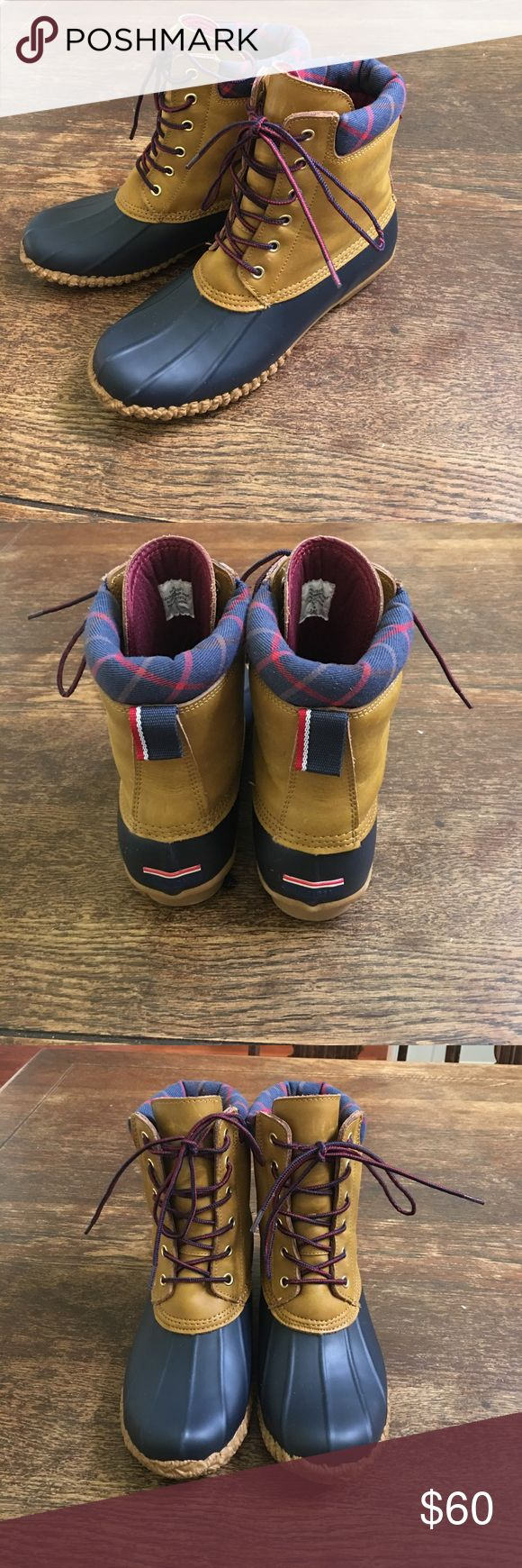 Tommy Hilfiger women's duck boots EUC. Russel rain boot in marine/blue multi color. True to size. This is a great pair of boots I just never wear. Tommy Hilfiger Shoes Winter & Rain Boots
