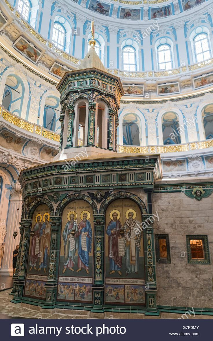 Download this stock image: Edicule Sepulchre (bunk chapel, standing in the middle of a huge circular hall) inside the Cathedral of the Resurrection, Russia - G7P0MY from Alamy's library of millions of high resolution stock photos, illustrations and vectors.