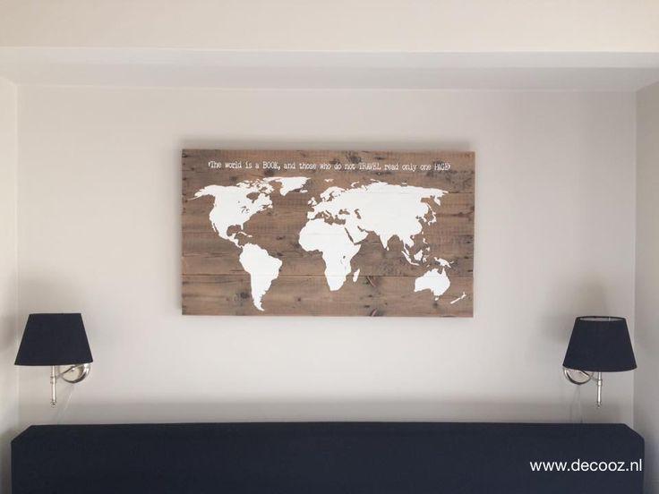 Wereldkaart op steigerhout.