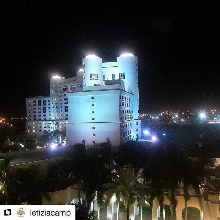 Credit to @letiziacamp  Last Friday night  #hardrock #drinkandchill    #HollywoodTapFL #HollywoodFL #HollywoodBeach #DowntownHollywood #Miami #FortLauderdale #FtLauderdale #Dania #Davie #DaniaBeach #Aventura #Hallandale #HallandaleBeach #PembrokePines  #Miramar #CooperCity #Plantation #SunnyIsles #MiamiGardens #NorthMiamiBeach #Broward