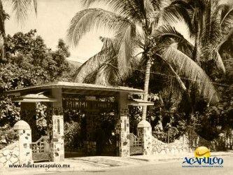 #acapulcoeneltiempo El antiguo hotel Miami de Acapulco. ACAPULCO EN EL TIEMPO. En la década de los años 30, Acapulco contaba con un hotel muy particular el Miami, el cual tenía grandes jardines y espacios donde se podía descansar y relajar, pues se encontraba en una zona sin urbanizar en aquel entonces. Te invitamos a visitar la página oficial de Fidetur Acapulco, para obtener más información.