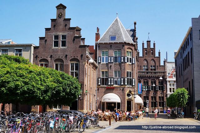 Groningen: Broerplein richting Oude Boteringestraat                                                                                                                                                     More