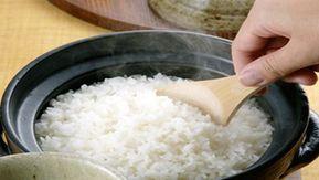 Anunt Dieta cu orez a fost creata dupa ce nutritionistii au analizat foarte bine ce intra in dieta asiaticilor, recunoscuti pentru felul in care arata. Dieta cu orez asigura o scadere a masei corporale incredibil de mare si este considerata una dintre dietele care asigura o purificare a organismului, avand in vedere ca orezul este …
