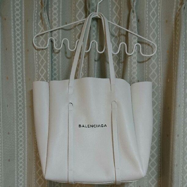 finest selection 585c7 7adc1 エブリデイSポーチ、ミラー付き今年の4月にグアムの正規店舗で ...