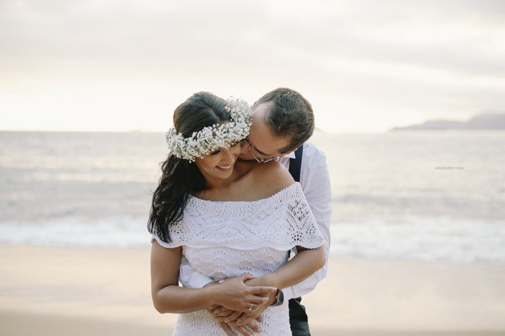 Pre-wedding session at the beach. Amazing sunset