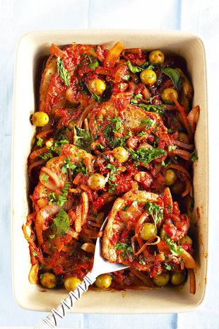 Steak met tamatie-en-olyfsous | SARIE | Steak in tomato and olive sauce